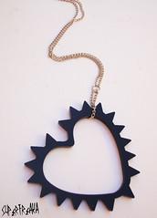 HEART SPIKs preto (SuperFreaka) Tags: fashion rock punk preto dourado colar spikes divertidas acrilico acessrios bijuterias rebite criativas superfreaka
