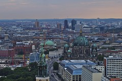 Marienkirche, Berliner Dom, Potsdamer Platz (Lispeltuut) Tags: city sunset berlin weather germany sonnenuntergang potsdamerplatz alexanderplatz marienkirche mitte wetter berlinerdom hotelparkinn aussichtsterrasse