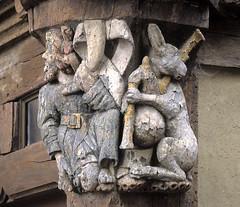 Malestroit, sculpture sur bois (Ytierny) Tags: sculpture france statue architecture bretagne maison morbihan lapin façade bois oust carré malestroit citédecaractère porhoët ytierny