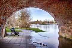 Looking Through (Yelsel_R) Tags: bench arch seat riverthames hdr flooded chertseybridge