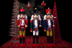 Dcorations Nol 2013 - Casse-Noisette - 8 (Spock2029) Tags: christmas xmas blue red white black green yellow jaune rouge golden noir decoration noel vert bleu ornament nutcracker nol decor spruce blanc dcoration tabletop sapin boule dor cassenoisette pinette