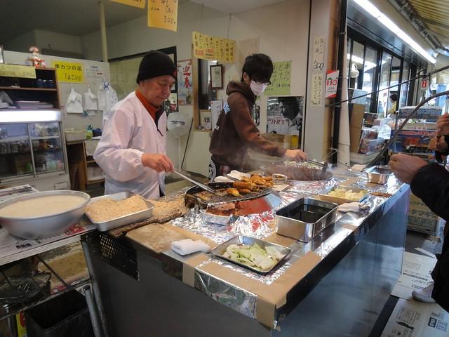 おちょぼさんでの定番グルメと言えば、串揚げとどて煮。|千代保稲荷神社