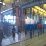 Éric Lamontagne, Homo Urbanus, 2005, photographies, verre et acier inoxydable, 128 x 195 cm, station Côte-Vertu, métro de Montréal thumbnail