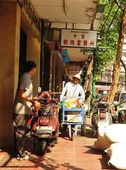 Bangkok sidewalk - Thailand (ashabot) Tags: street people thailand seasia bangkok streetscenes
