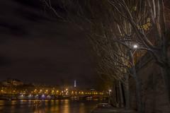 2014-12-19_22-59-36 (domi.girod) Tags: quaideseine pyramidedulouvre photosdenuit parisnovembre2014 clubptotos