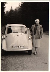isetta (desfemmesetdesvoitures@yahoo.fr) Tags: auto old woman cars car sedan vintage wagon mujer women femme voiture des coche frau dame et mujeres fille coches femmes dona voitures cabriolet dames wagen machina regazza desfemmesetdesvoitures