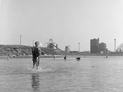 Splash (aiherzen) Tags: 120 6x6 mamiya film iso100 coast seaside fuji roll neopan splash gregory summerfun teesside  redcar acros c33 blastfurnace 105mm mamiyasekor xtolstock