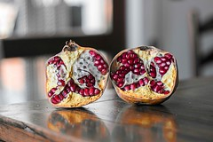La met (Callistofrax) Tags: light italy color me nature fruits fruit canon table idea reflex amazing day bokeh pomegranate half tones tone pome melagrana