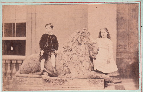 Two children and lion statue,