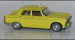 PEUGEOT 404 Taxi (1191) HACHETTE L1100876 (baffalie) Tags: auto car toys miniature voiture coche jouet diecast jeux