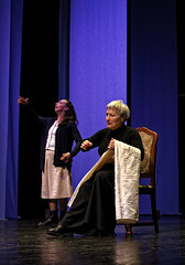 Clara e la madre (Compagnia Centrale dell'Arte) Tags: resistenza 25aprile teatroscuola francofortini teatrocivile ilsoldato lauraforti mariondamburgo