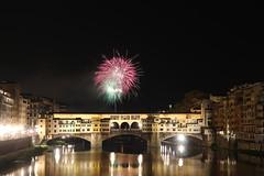 Ponte Vecchio e i Fochi di San Giovanni (danielebenvenuti) Tags: bridge reflection canon river florence reflex fireworks fiume reflected tuscany firenze arno toscana riflessi pontevecchio arnoriver fuochi fiumearno pirotecnica canon700d