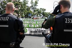 Solidaritt mit der Rigaer94! Rebellische Nachbarn - Solidarische Kieze - Stadt von unten!  25.06.2016  Berlin  IMG_5234 (PM Cheung) Tags: berlin kreuzberg refugees parade demonstration queer friedrichshain polizei so36 neuklln 2016 ausbeutung heinrichplatz flchtlinge rassismus friedrichshainkreuzberg xcsd diskriminierung oranienplatz transgenialercsd rigaer94 csdberlin hausprojekt m99 protestdemonstration tcsd lgbtqi gentrifizierung kadterschmiede oplatz pmcheung csdkreuzberg solidarittsdemonstration pomengcheung sdblock facebookcompmcheungphotography kiezdemo gerharthauptmannrealschule transgendern eincsdinkreuzberg mengcheungpo friedel54 yallaaufdiestrasequeerbleibtradikal kreuzbergercsd2016 yallatothestreetsqueerstaysradical solidarittmitderrigaer94rebellischenachbarnsolidarischekiezestadtvonunten christopherstreetday2016friedel54 rumungkadterschmiede 25062016