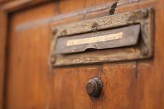 Reto 192 - En las calles de mi memoria 2/4 (Nathalie Le Bris) Tags: texture textura madera letterbox bois buzn boteauxlettres