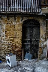 Italian back alley, Agrigento (ThomasBartelds) Tags: italy alley nikon sicily agrigento d5500
