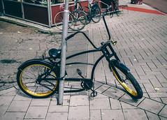 Gold rim Lowrider (Rolling Spoke) Tags: street urban black amsterdam bike bicycle gold cycling ride wheels bicicleta cycle ciclismo bici rims lowrider locked velo fiets bicicletta