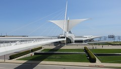 Milwaukee Art Museum (Milwaukee, Wisconsin) (courthouselover) Tags: wisconsin milwaukeeartmuseum milwaukee mam wi milwaukeecounty germancommunitiesintheunitedstates milwaukeemetropolitanarea