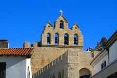 Les Saintes-Maries-de-la-Mer (Charles.Louis) Tags: pierre religion paca provence tradition difice mh glise cloche patrimoine clocher lessaintesmariesdelamer