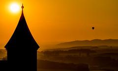 Silhouette (matthias_oberlausitz) Tags: schweiz dresden sonnenuntergang ballon sachsen fernsehturm sonne festung schsische elbtal elbsandsteingebirge knigstein hungerturm