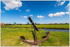 Zaanse Schans oud anker (voorhammr) Tags: gras zon zaanseschans zaandam molens 2016 vakwerk huisjes blauwelucht jolandakraus
