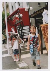 insta269 (sudoTakeshi) Tags: film japan kids 35mm tokyo fuji child pentax brother harajuku fujifilm spotmatic filmcamera  carlzeiss pentaxsp tessar natura1600 carlzeissjena pentaxspotmatic     carlzeisstessar