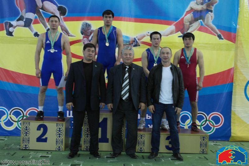 Национальная сборная казахстана по греко-римской борьбе проводит