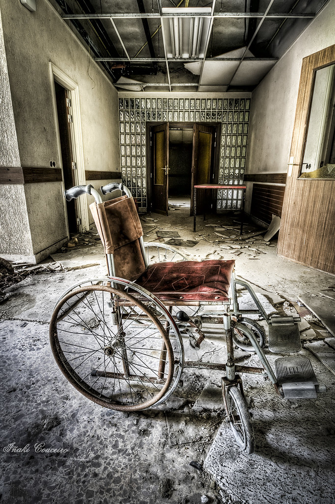 The world 39 s best photos of abandoned and stretcher for Sillas para quirofano