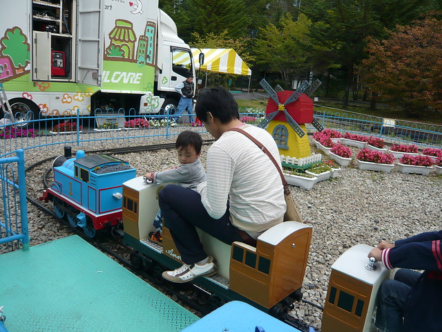大好きなトーマス号に乗車。|軽井沢おもちゃ王国