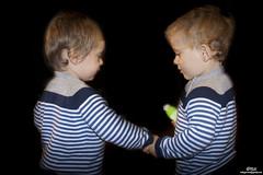 Julen eta Markel (22 hilabete) 05 (Itziar Lejarreta) Tags: baby children twins child twin nios bebe ume infancia nio itziar bebes gemelos umeak mellizos lejarreta itzilejarreta itziarlejarreta