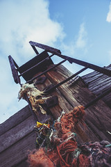 Ladder tied down (Tom Insole Photography) Tags: wood blue up metal canon rust steps rusty tie bluesky down rope bolts ladder downlow knots lader cs6 canonphotography 40d rustybolts canon40d