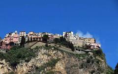 IMG_0599 - arroccato (molovate) Tags: sicilia montagna cima tafme taormina castelmola volate alto villaggio molovate vista basso paesaggio panorama nuvola