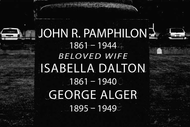 Pamphilon_grave_side_bw