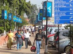 Sidewalk in Bangalore (SUTP) Tags: india asia parking bangalore pedestrian sidewalk trafficsign nmt developingcountry tdm pedestrianzone brics onstreetparking pedestrianfacilities