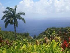 Keopuka Rock (jpotto) Tags: usa hawaii gardenofeden maui jurassicpark filmsets keopukarock vision:mountain=0873 vision:outdoor=0987 vision:clouds=0692 vision:sky=0928 vision:plant=0709
