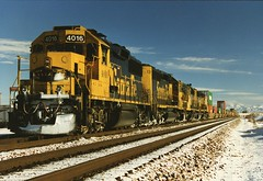 Santa Fe SD44 4016 Kingman AZ (kitmasterbloke) Tags: railroad arizona usa snow train desert locomotive kingman intermodal santfe sd44