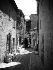 Saint-Paul de Vence: Black and White (edit) (Plymouth Djinn) Tags: france frenchriveria thegalleryoffinephotography cotedazue