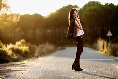 Julia (IvanAntunez) Tags: road portrait woman girl beautiful fashion canon pose amazing mujer chica natural retrato moda rosa pines cover f2 pinares botas chaqueta 135l posado goldenlighting ivanantunez juliajimenez