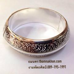 กำไลถมเงิน แบบสามเหลี่ยม หน้ากว้าง 2 cm.  ร่วมสืบสานมรดกเครื่องถมเมืองนคร งานทำมือแบบโบราณ @ถมนคร tel:089-195-1991 www.thomnakhon.com #thomnakhon #ถมนคร #bangle #nielloware