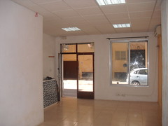 A la venta o alquiler local comercial de 35 m2 en pleno centro.