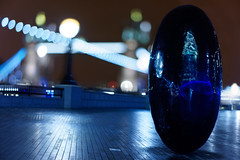 More London Sculpture: Full Stops - Slipstream (mattrkeyworth) Tags: theegg london towerbridge bokeh morelondon sonya7r a7r sel55f18z fionabanner typeface fullstop slipstream night nacht nuit mattrkeyworth sonnartfe1855 nightset zeiss