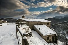 Elcito - San Severino Marche (Luigi Alesi) Tags: winter italy snow landscape scenery san italia raw fuji severino neve fujifilm inverno marche paesaggio macerata boro paese xm1 sanseverino elcito 150126