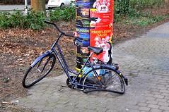 Gestrand in Groningen (FaceMePLS) Tags: bike bicycle nederland thenetherlands streetphotography groningen fiets lastrada tweewieler straatfotografie damesfiets facemepls nikond300