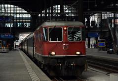 SBB-11191- Basel Swiss (lhb-777) Tags: world railroad red station train trenes focus track outdoor swiss transport zug bahnhof trains sbb frame rails wereld bahn rood trein spoor lok gleis schienen zwitserland vervoer cff locomotief internationaal emotie 11191