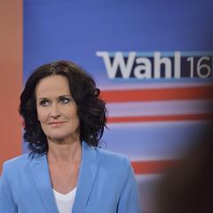 #BPW16 Der Wahlabend in der Wiener Hofburg (daniel-weber) Tags: wien foto norbert alexander van der hofburg hofer wahl 2016 bellen bundesprsident wahlabend pressezentrum stichwahl vanderbellen bundesprsidentschaftswahl