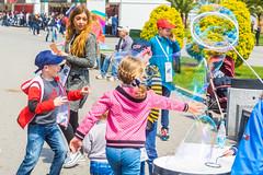 DSC_0351 (sergeysemendyaev) Tags: show children fun happy spring russia adler bubbles iridescent olympicpark sochi 2016   bigbubbles         sochiautodrom soapbubblesshow