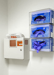 gloves and biowaste - Cleveland Clinic (Tim Evanson) Tags: doctorsoffice clevelandclinic latexgloves