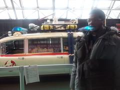 Moi devant une voiture mythique du grand cran (montreal971) Tags: canada de montral des cadillac ambulance qubec palais salon ghostbusters congrs ecto1 lauto