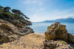 Plage Gigaro (Magali Ferre Gabrigs) Tags: blue sea summer sun mer beach vacances soleil holidays bleu paysage southoffrance plage var sud farniente rivage frenchriviera lacroixvalmer gigaro golfedesainttropez