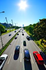 Georg-Brauchle-Ring, Mnchen (fish.eye65) Tags: street sun cars munich mnchen traffic autos sonne verkehr gegenlicht olympiastadion strase