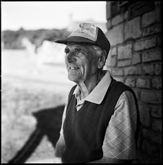 Colin (Hasse Linden) Tags: portrait 120 6x6 film mediumformat golf scotland kodak retrato trix hasselblad ritratto arran 500cm portrtt pellicola shiskine
